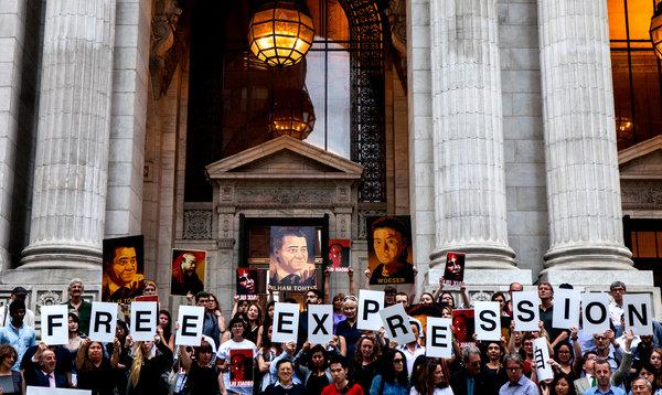 纽约时报|纽约书展中国走红,中国作家抗议出版审查