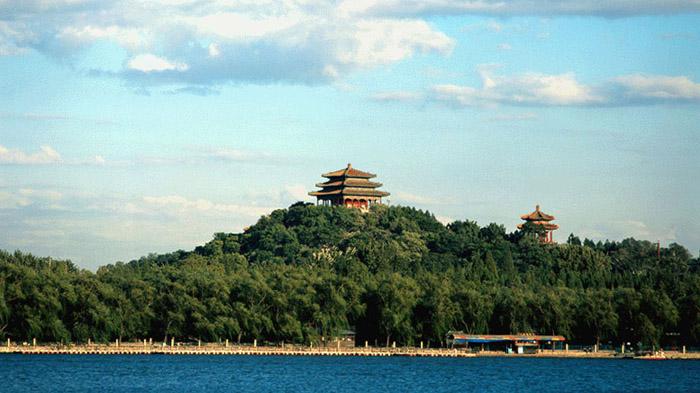 BBC|中国知名主持何炅被指吃空饷后辞职北外