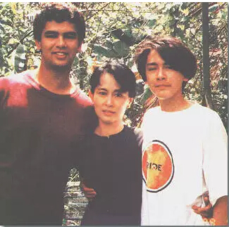 昂山素季与她的两个儿子