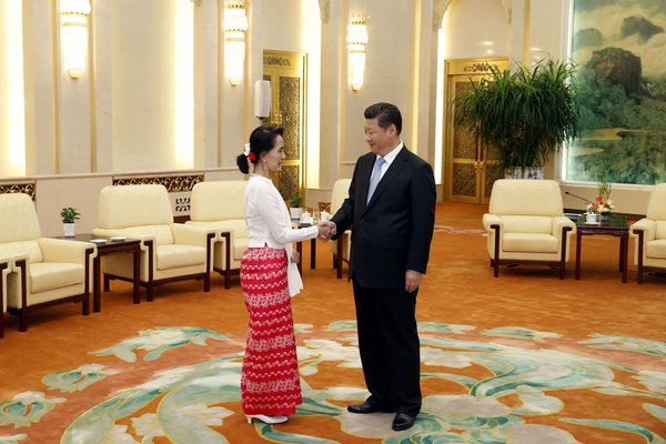 周四,缅甸反对派领袖昂山素季与中国国家主席习近平在人民大会堂会晤。
