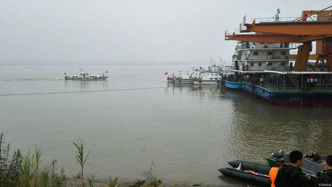 BBC | 一艘载458人客轮在长江湖北段倾覆