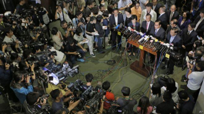 BBC | 香港政改投票:大批建制派议员不在场引关注