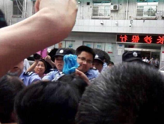 财经网 | 湖南狱警因房迟交至省委维权