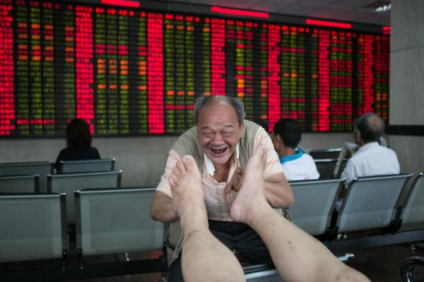 澎湃新闻 | 五大教授联名提救市建议:立即组建临时中央金委