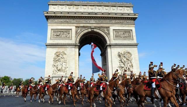 假装在纽约   什么样的人会为巴黎圣母院大火拍手称快呢?