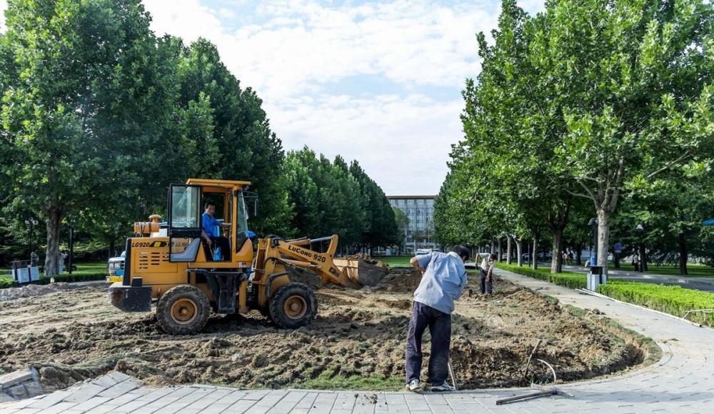 腾讯图片 | 中共中央党校校名题字石被移除