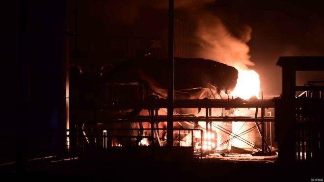 桓台官方称大火至凌晨时分扑灭。
