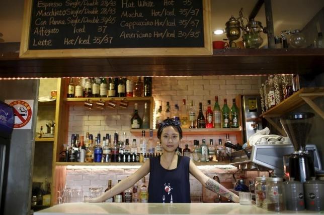 2015年8月6日,上海,丁佳在她开办的D+咖啡馆里。REUTERS/Aly Song
