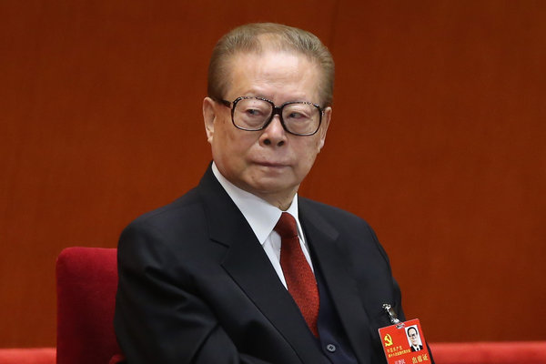 """江泽民曾担任过国家主席、中共总书记和中央军委主席。在多年遭受网友嘲弄之后,现在他却成为亚文化""""膜蛤文化""""的偶像。"""