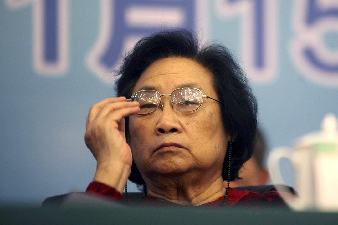 2011年11月15日,屠呦呦獲中國中醫科學院2011年科技工作大會授予中國中醫科學院杰出貢獻獎。