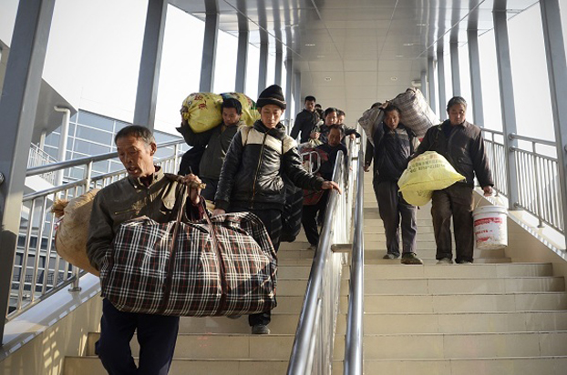 农民工涌入城市打工的现象在中国仍然持续。(AFP)