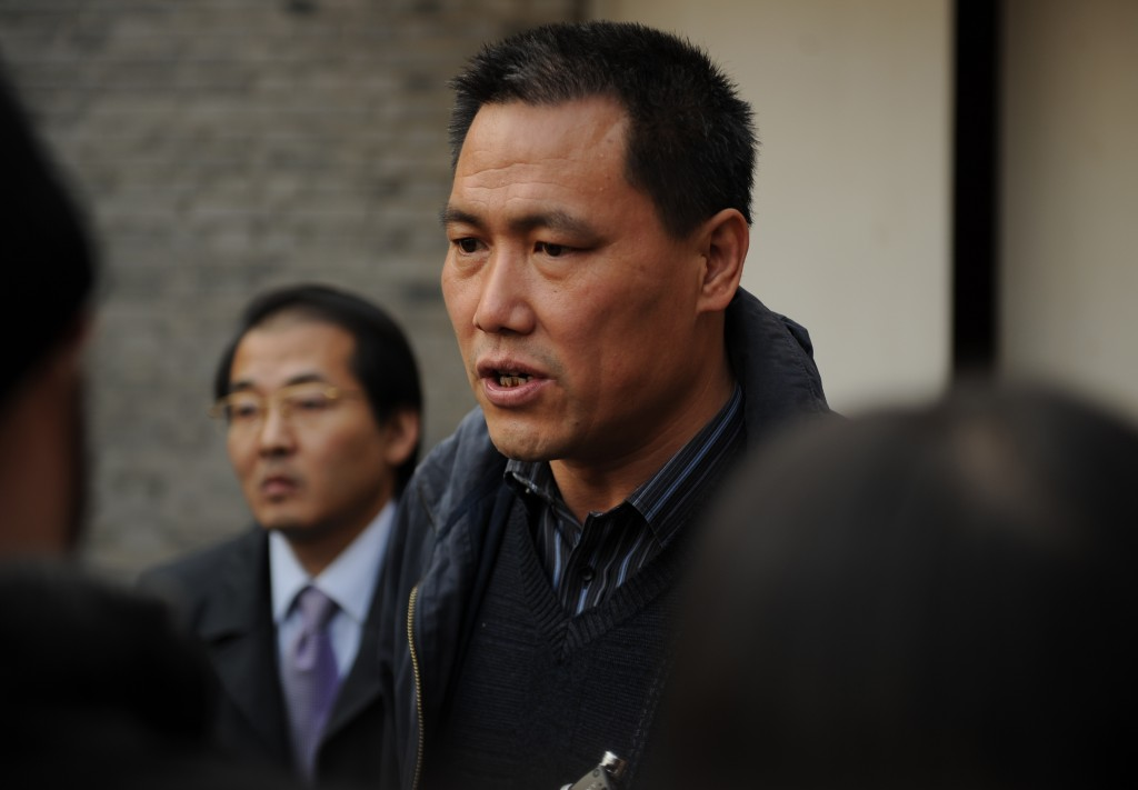 Pu Zhiqiang (C), the lawyer for Chinese artist Ai Weiwei, talks to the media at the artist's studio in Beijing on November 14, 2011.  Pu said the tax office in Beijing has refused to accept money the activist needs to pay in order to lodge an appeal against a huge tax bill.     AFP PHOTO/Peter PARKS
