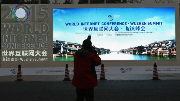 """尹先生认为互联网大会封路是""""情理之中""""的事,但市民不知具体封路信息,原本杭州的基建设施不完善,交通一拥堵就给市民带来不便。"""