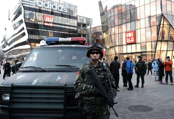 纽约时报   中国通过反恐法 批评者担忧政府滥用权力