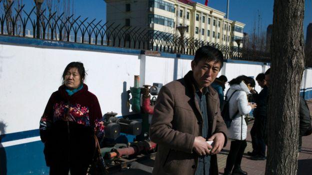 锋锐律所被抓人员家属上周到天津河西看守所要求探视亲人未果。