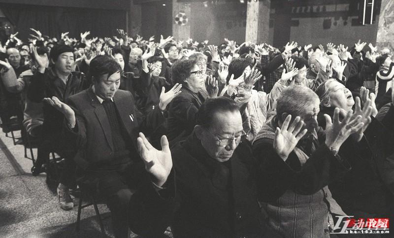 【异闻观止】中组部:离退休干部党员不能信教