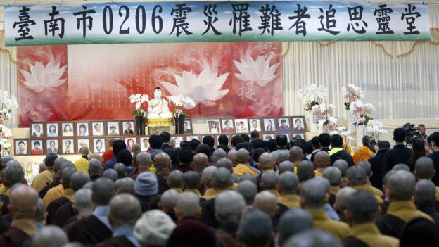 12日,台南地震家属在追思灵堂。