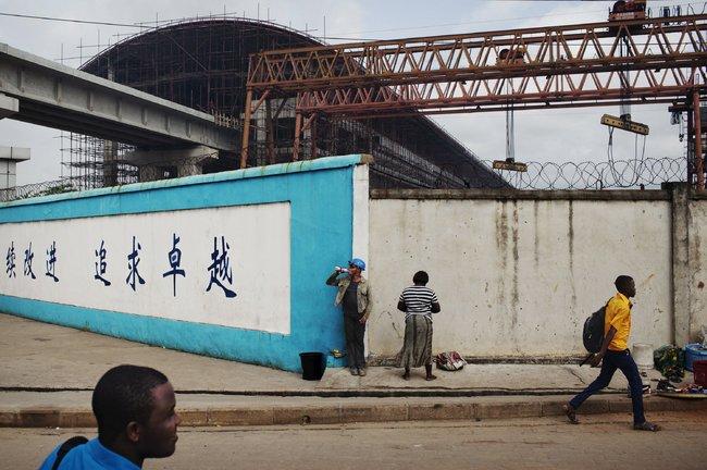 Joe Penney/Reuters 一个位于尼日利亚拉各斯的中国建筑工地。
