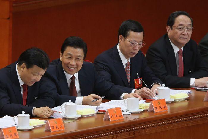2012年11月8日,中国北京,(左至右)中共中央政治局委员刘云山、李源潮、张高丽及俞正声参与十八大会议。摄:Feng Li/GETTY