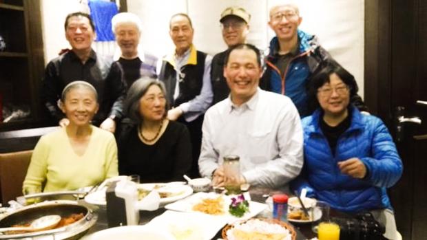 2016年3月26日,尚宝军(后排左)、鲍彤(后排中)、胡佳(后排右)、高瑜(前排左二)和浦志强(前排右二)难得聚首一堂。 (周封锁推特)