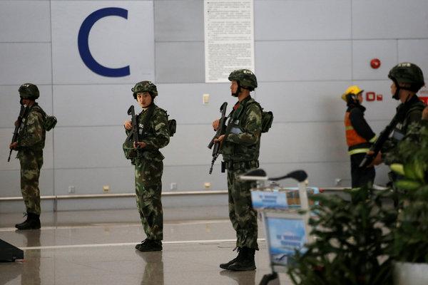 纽约时报 | 上海浦东机场爆炸:男子引爆炸药后割颈