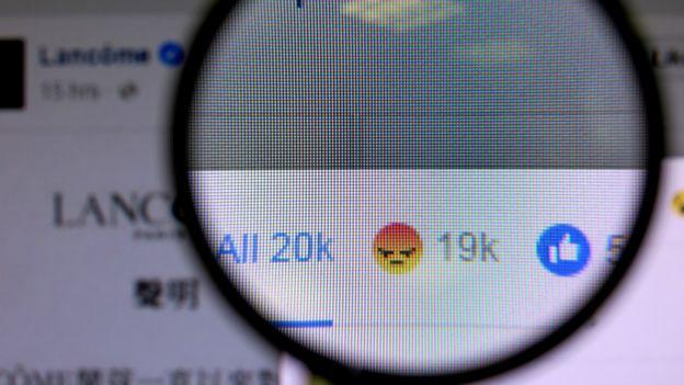 兰蔻香港Facebook的声明引来上万网民点击关注。
