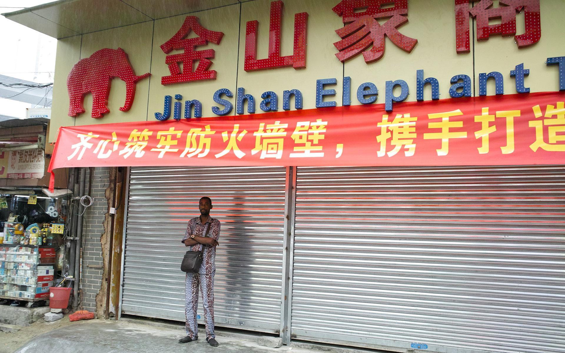 2014年4月29日,广州登峰路,许多黑人在此寻找发财机会。/视觉中国