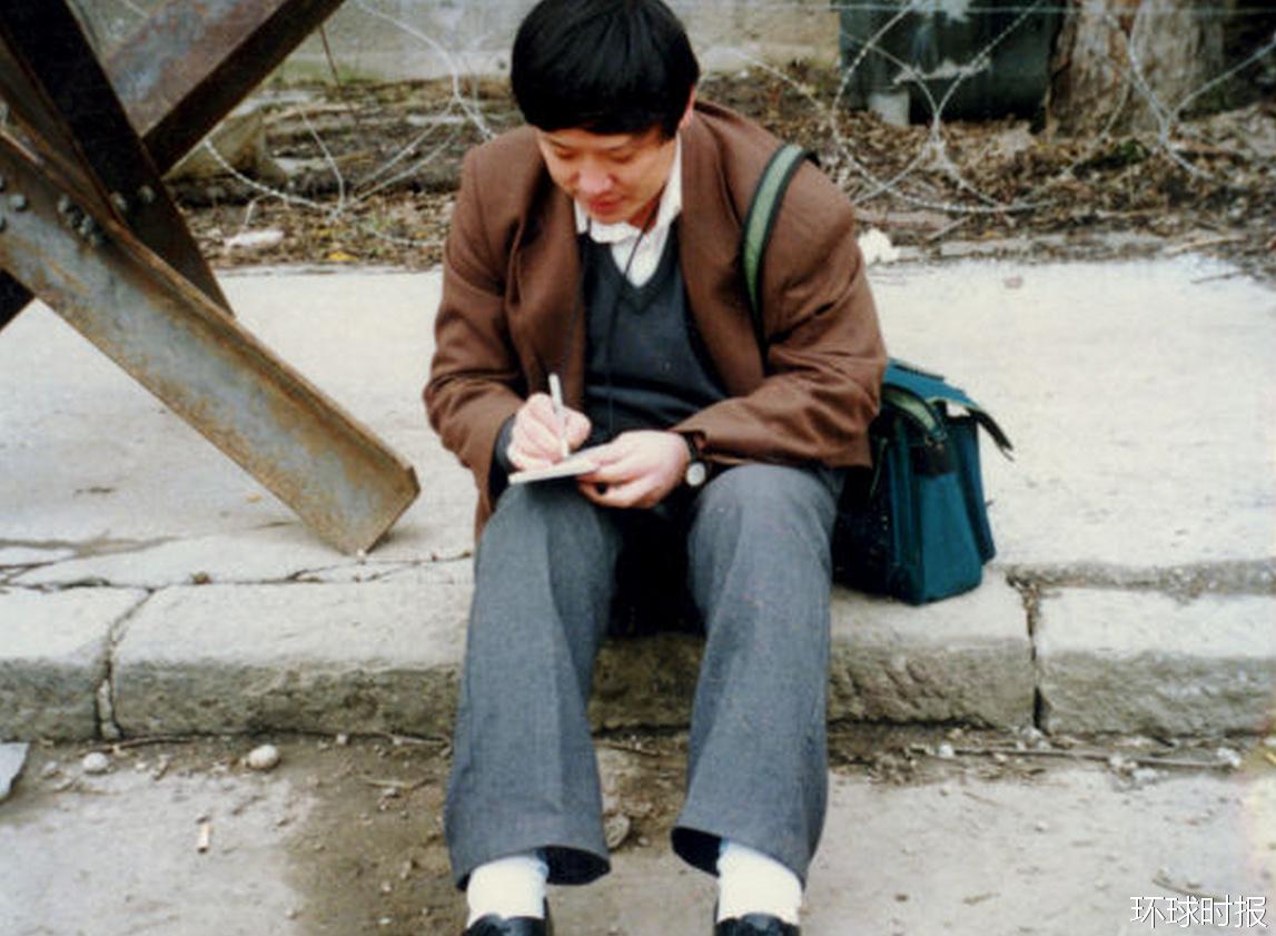 1995年11月,胡锡进在萨拉热窝采访。
