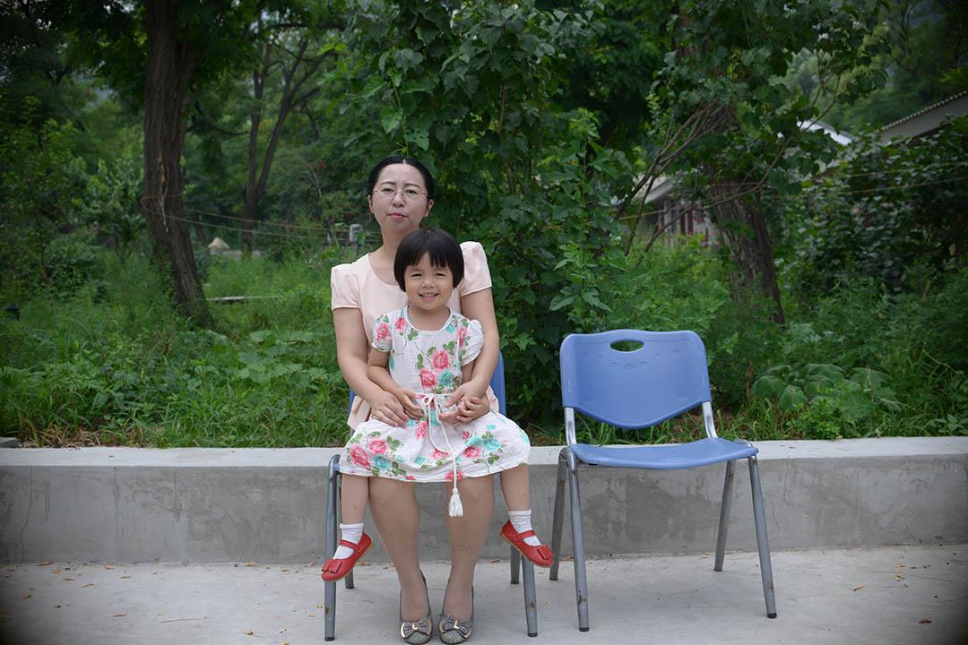 谢阳太太陈桂秋及其女儿。摄:LeicaMen