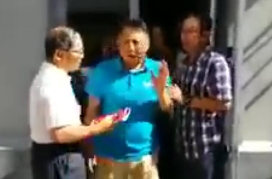 【CDTV】胡德华进炎黄春秋办公楼遇阻爆粗