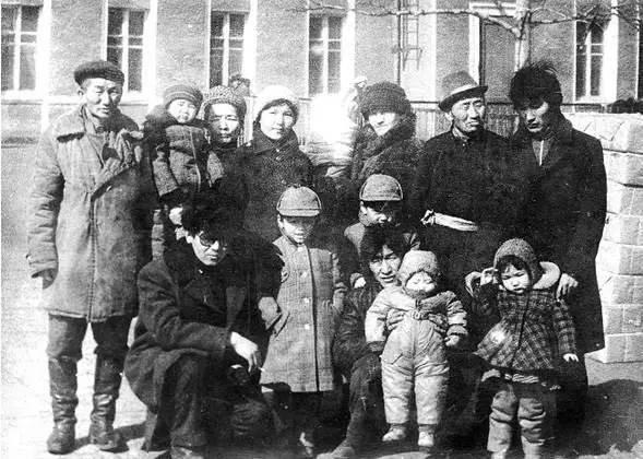1984年3月奥永的亲戚在乌兰巴托火车站为徐洪慈一家送行