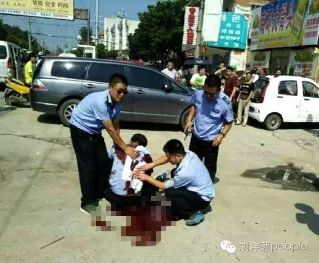 剥洋葱 | 小贩杀死城管 两个底层家庭的致命冲突