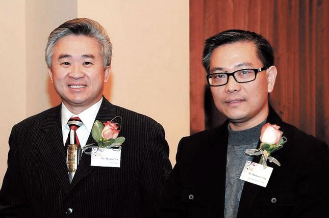 (右)Michael Ching 2011年在加拿大出席一场活动时的照片。Canada Asia Pacific Business Association 图片