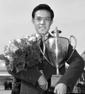 (容国团,男子乒乓球运动员,中国第一个世界冠军)