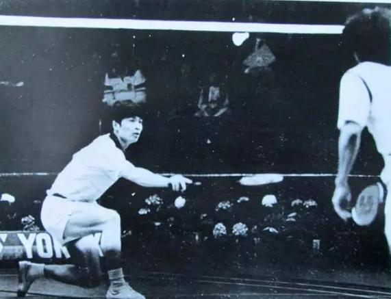 图:韩健(左)曾代表中国赢得多枚世界羽毛球比赛金牌