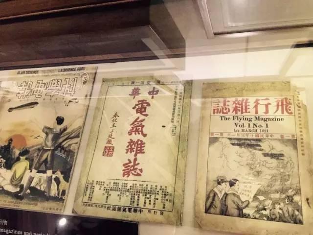 回到湖南的泽东,憋在新媒体大潮的一个角落,开始干了起来,搞出了这个时事评论杂志——《湘江评论》。