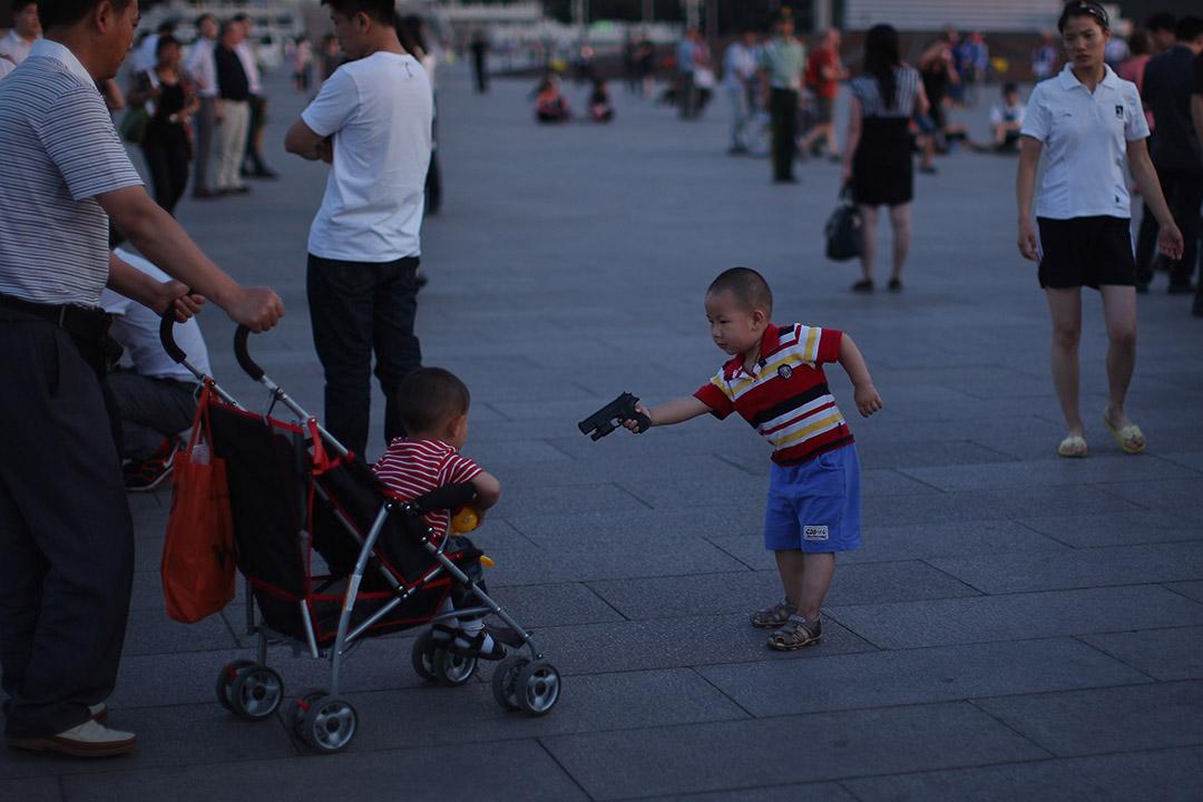 端传媒   二孩来了 中国父母懂得如何爱两个孩子吗?