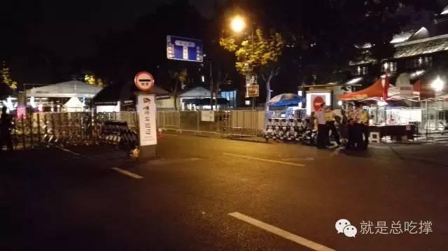 9月2日晚,西湖整体封闭 ,安检处也没了人(小明哥摄影)