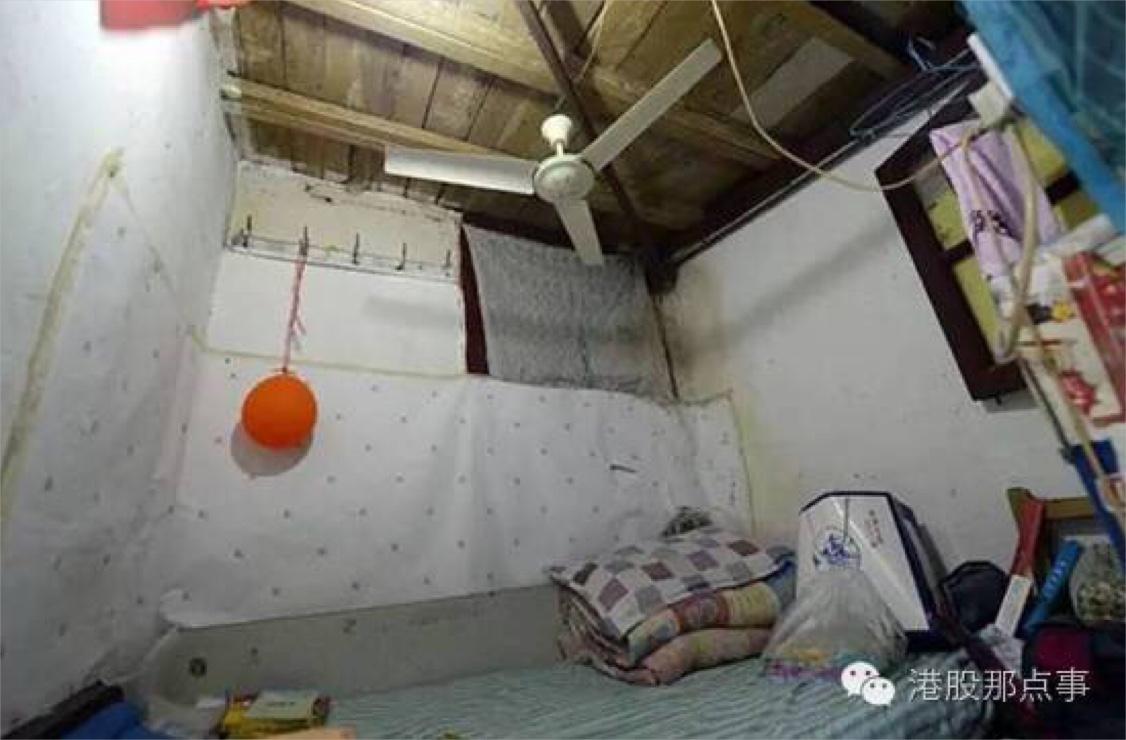 (刘女士和女儿租住的2平米的小屋)
