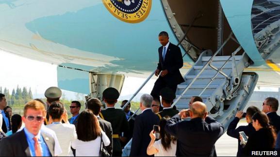奥巴马本人并未看到争吵场面,当时他忙着与美国大使和官员们打招呼。
