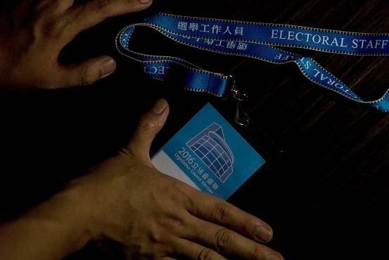 票站主任。摄:叶家豪/端传媒