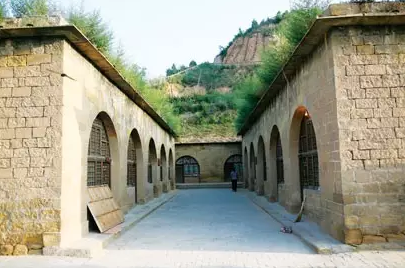 《解放日报》社旧址:延安清凉山