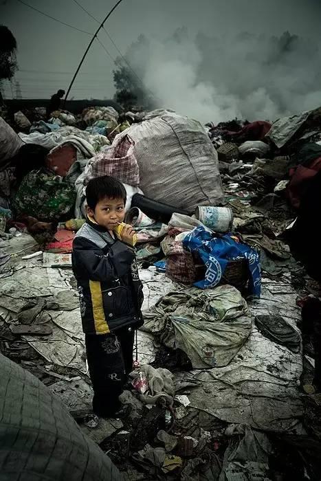 小林|真实版《北京折叠》:垃圾场里的童年