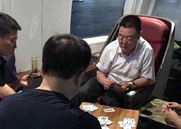 苹果日报|武警中将赶走女客强占头等 违规被揭发当局封锁消息