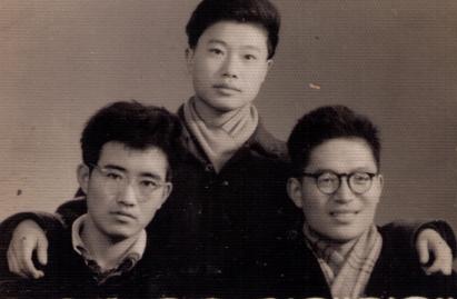1964年蔡楚(左)与贺孝慈(中)冷豫民(右)于成都