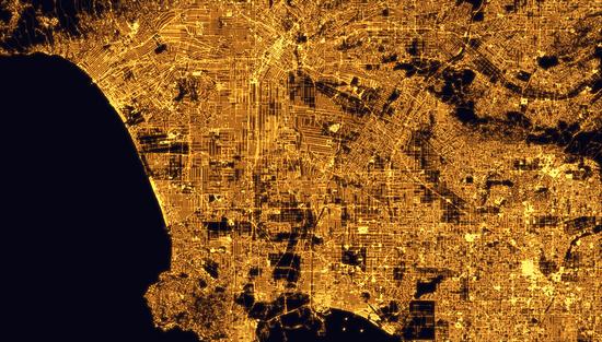 洛杉矶夜晚路网密度图,直观上就可以看出密度远大于北京。/Alasdair Rae