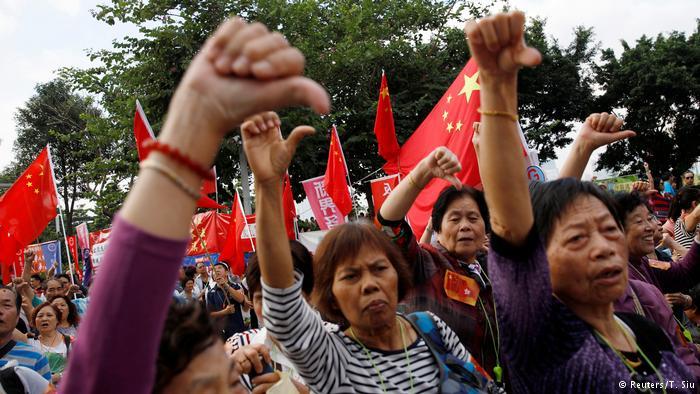 香港人11月13日走上街头,举行反港独撑释法集会