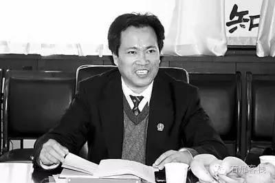 (时任三门峡市中级法院副院长的贾九翔)