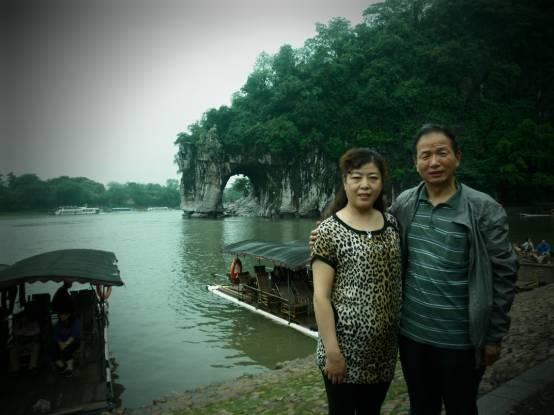 喜爱旅游的李建利夫妇