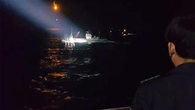 【对比新闻】中国渔船非法捕捞:韩海警枪击 vs 俄边防炮击